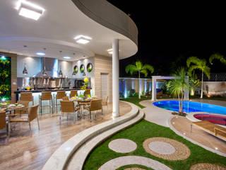 Balcones y terrazas modernos de Arquiteto Aquiles Nícolas Kílaris Moderno