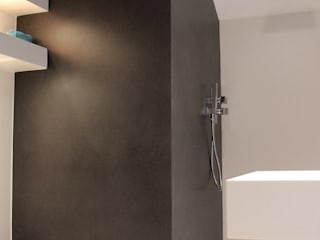 Bagno zona SPA : Bagno in stile in stile Minimalista di Ernesto Fusco