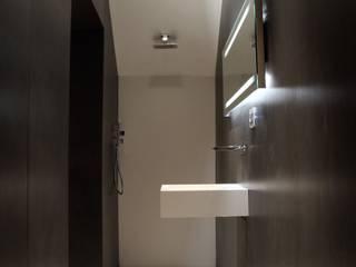Ernesto Fusco Minimalist style bathrooms White