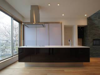 アイランドキッチン: 東章司建築研究所が手掛けたキッチンです。