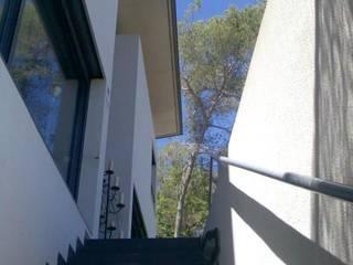 Balcones y terrazas de estilo moderno de Oleb Arquitectura & Interiorismo Moderno