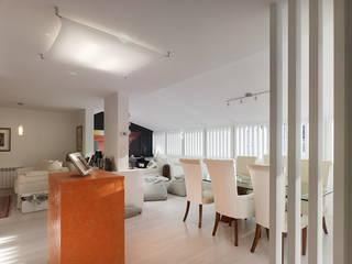 Minimalist dining room by Interior Zen. Obras e Proxectos Minimalist