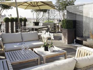 DACHTERRASSE IN PARIS Moderner Balkon, Veranda & Terrasse von Ecologic City Garden - Paul Marie Creation Modern