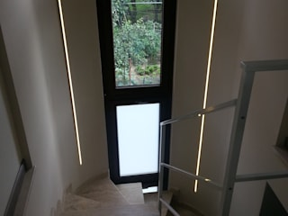 ArchitetturaTerapia® Modern Corridor, Hallway and Staircase Stone