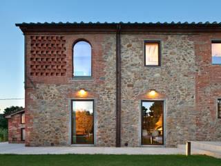 Nuovo progetto: Case in stile in stile Rustico di MIDE architetti