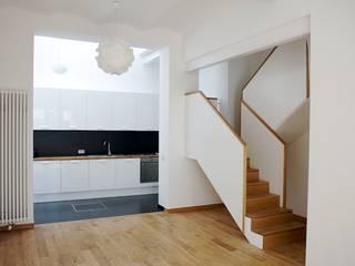 Modern kitchen by Modelmo ScPRL Modern