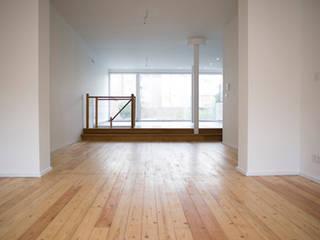 Modern living room by Modelmo ScPRL Modern