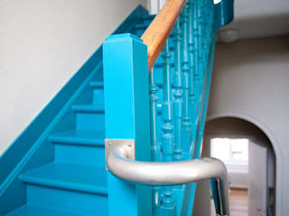 DeRadigues Couloir, entrée, escaliers modernes par Modelmo ScPRL Moderne