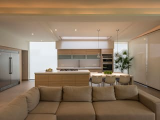 modern Living room by ROMERO DE LA MORA