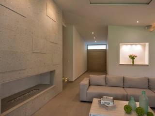 Salas de estilo moderno de ROMERO DE LA MORA Moderno