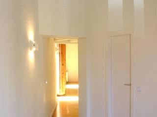 Коридор, прихожая и лестница в модерн стиле от Beriot, Bernardini arquitectos Модерн