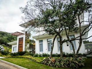 Classic style houses by Roma Arquitetura Classic