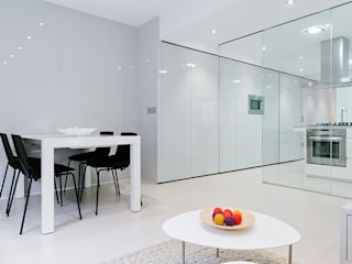 Minimalist dining room by Chiralt Arquitectos Minimalist