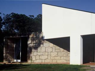 Moradia SG: Casas  por RDLM Arquitectos associados,Moderno