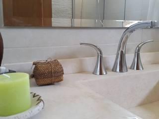 Modern Bathroom by Arquitectura Laura Napoli Modern