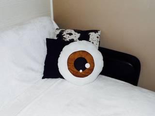 Coussin globe oculaire:  de style  par ROSIE'S