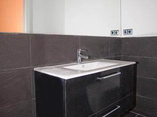 Reforma de vivienda en el Poble Nou de Barcelona Baños de estilo industrial de Grupo Inventia Industrial