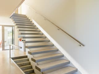 Corridor and hallway by Nautilus Treppen GmbH&Co.KG, Modern