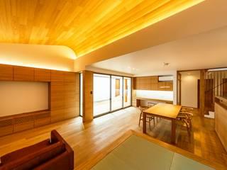 Ruang Keluarga Modern Oleh 一級建築士事務所haus Modern
