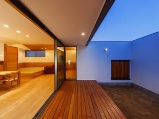 Balkon, Beranda & Teras Modern Oleh 一級建築士事務所haus Modern