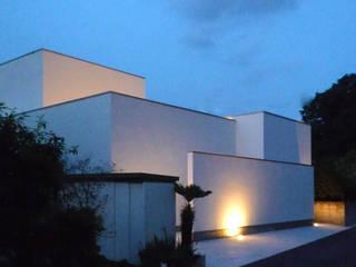 南側外観(夜景): design office ONが手掛けた家です。