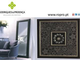 Quadro Decorativo com Aplicações e Moldura com Espelho:   por Rodrigues & Proença, Lda.