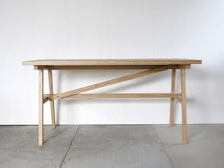 KNOCKDOWN TABLE: FLANGE plywoodが手掛けたです。