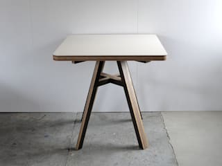 HORSE TABLE: FLANGE plywoodが手掛けたです。