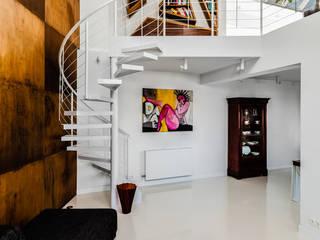 Ayuko Studio Salones de estilo moderno Blanco