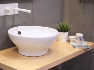 Showroom Tons de Banho: Casas de banho  por TONS DE BANHO,Moderno