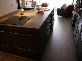 Ambient industrial: Cocinas de estilo  de STUDI+2 disseny d'interiors