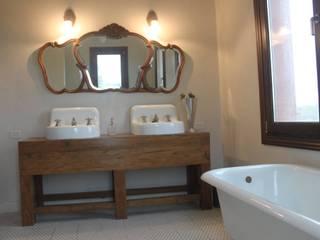 Casa en Club de Chacras La Ranita: Baños de estilo clásico por Diego Porto Arquitecto