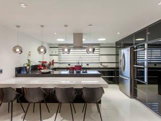 Cocinas de estilo  de Designer de Interiores e Paisagista Iara Kílaris