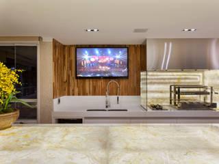 Apartamento Palazzo: Terraços  por Designer de Interiores e Paisagista Iara Kílaris