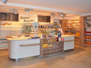 Bäckerei herpich & rudorf GmbH + Co. KG Rustikale Geschäftsräume & Stores Weiß