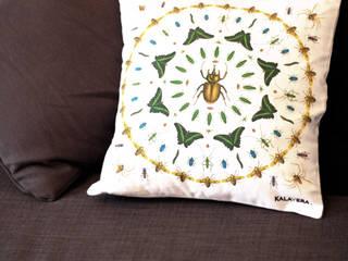 """Housse de coussin """"Entomologie"""":  de style  par Kalavera"""