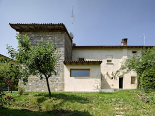 Casa Crotta: Case in stile in stile Moderno di Massimo Galeotti Architetto