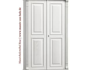 Flurschrank in Weiß: skandinavischer Flur, Diele & Treppenhaus von Massiv aus Holz