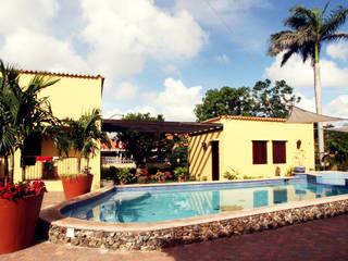 Balcones y terrazas de estilo tropical de architectenbureau Aerlant Cloin BNA Tropical