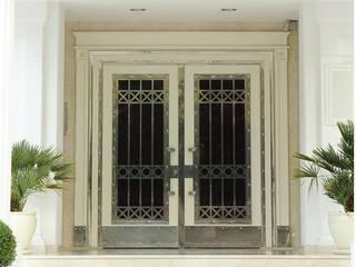 Finestre & Porte in stile moderno di LİVA KAPI &YAPI Moderno