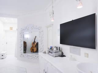 Salones de estilo clásico de Архитектурно-дизайнерское бюро Натальи Медведевой 'APRIORI design' Clásico