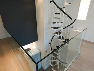 Profondeville architecte jean-marc beckers Sprl Couloir, entrée, escaliers modernes