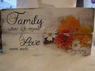 """Elegantes Holzschild mit Spruch """"Family"""":   von Meriland-Iris Meruna"""
