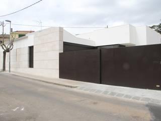 Reforma i ampliación de vivienda unifamiliar en Matadepera Casas de estilo minimalista de oliva-remola estudi d'arquitectura slp. Minimalista