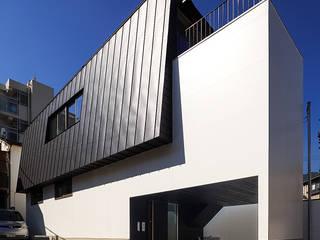 Casas de estilo  de 一級建築士事務所haus