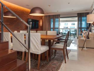 Av. Lúcio Costa: Salas de jantar  por Alê Amado Arquitetura,Moderno