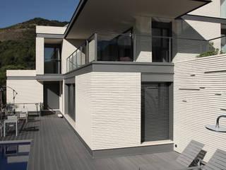 DO Alella House: Terrazas de estilo  de EAIM Estudio de Arquitectura e Ingenieria Mirtolini