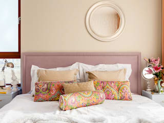 Camera da letto in stile  di Ayuko Studio