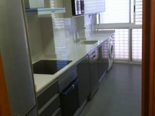 ห้องครัว โดย INTERMOBLE COCINAS, โมเดิร์น