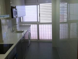 Modern Kitchen by INTERMOBLE COCINAS Modern